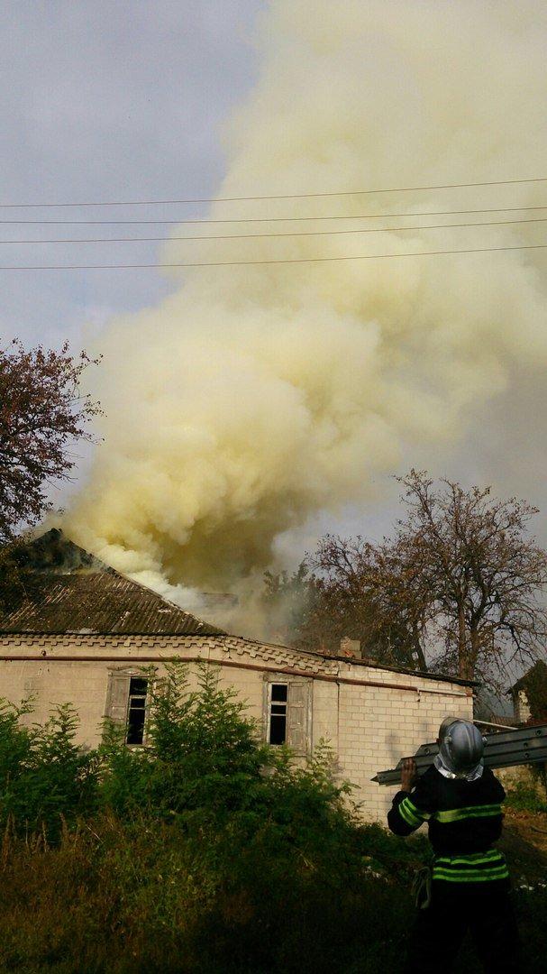 Каменские спасатели тушили пожар в доме на Сурской, фото-3