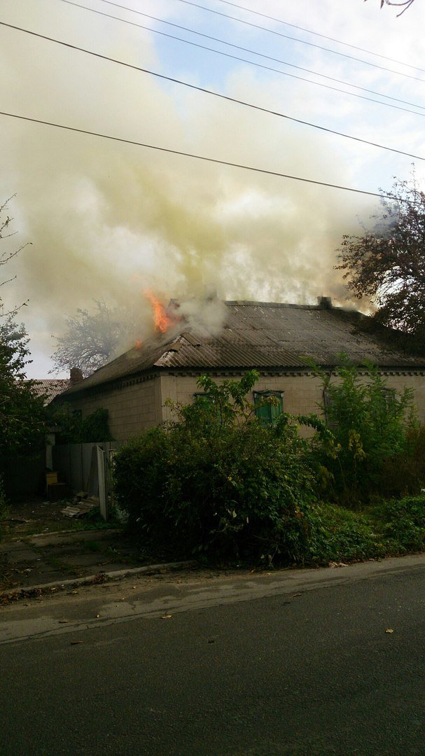 Каменские спасатели тушили пожар в доме на Сурской, фото-2