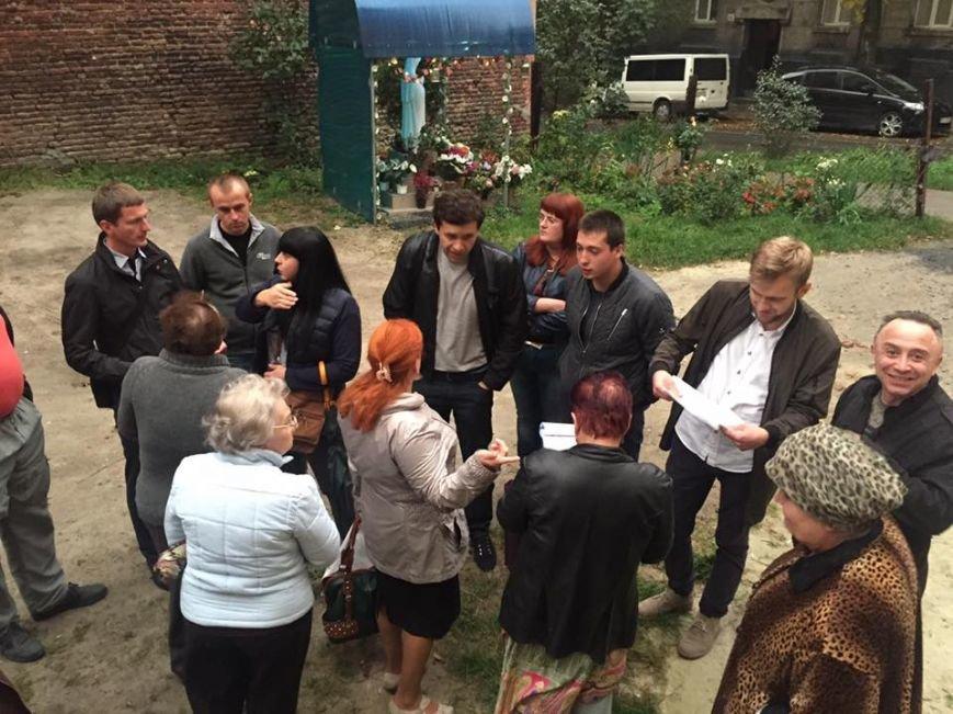 На вулиці Хорватській у крихітному подвір'ї забудовник має намір звести 5-ти поверхову будівлю: мешканці проти (ФОТО), фото-1