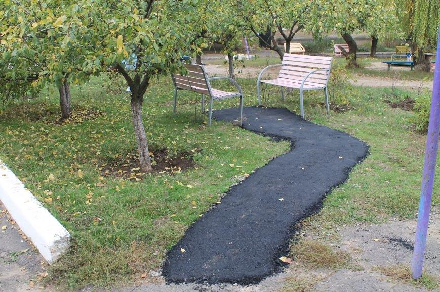 В Бахмуте продолжают ремонтировать дворовые территории (ФОТОФАКТ), фото-1