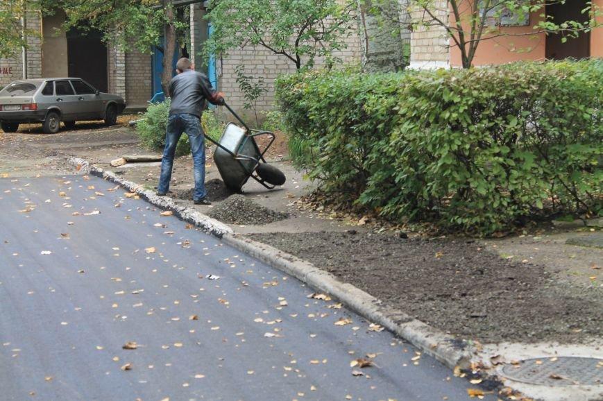 В Бахмуте продолжают ремонтировать дворовые территории (ФОТОФАКТ), фото-7