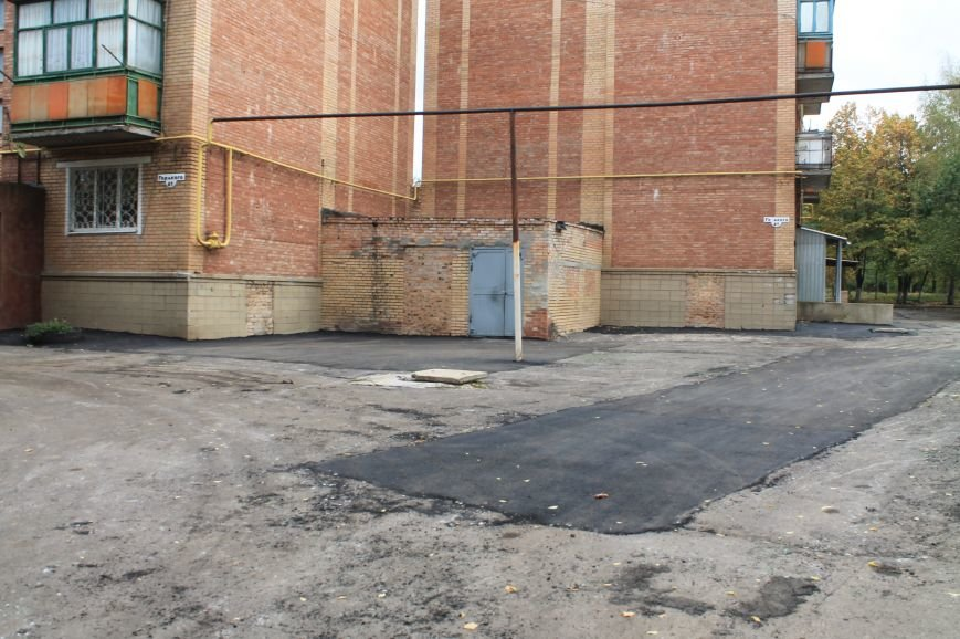 В Бахмуте продолжают ремонтировать дворовые территории (ФОТОФАКТ), фото-5