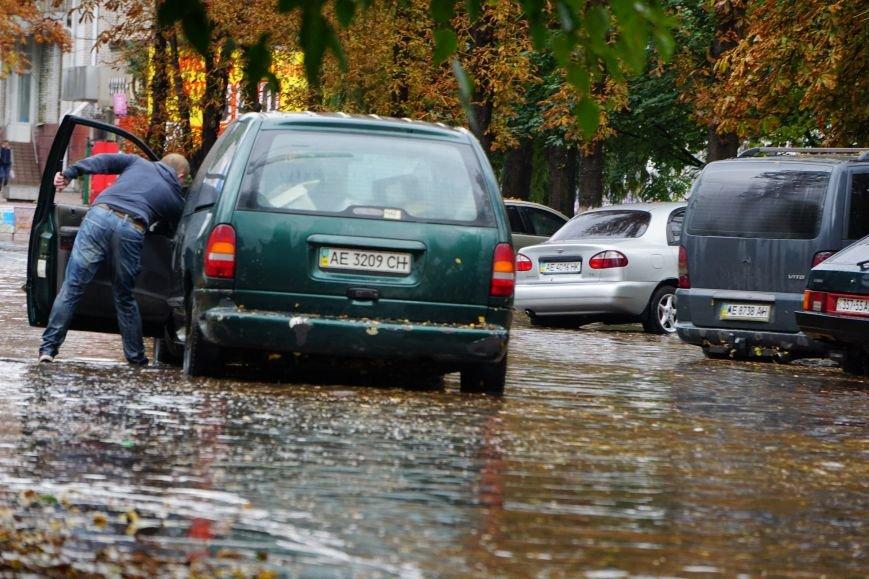 Сильный ливень в Каменском затопил улицы и частично парализовал движение транспорта, фото-5