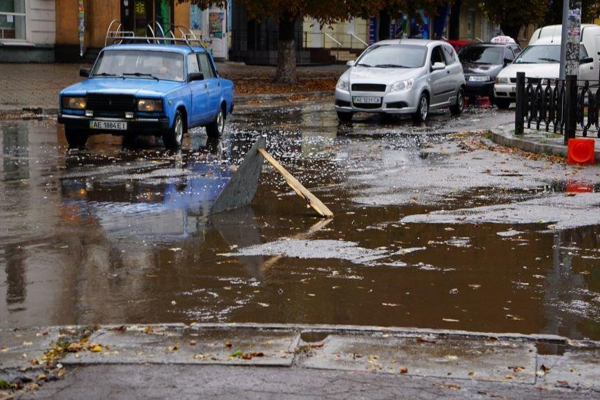 Сильный ливень в Каменском затопил улицы и частично парализовал движение транспорта, фото-6
