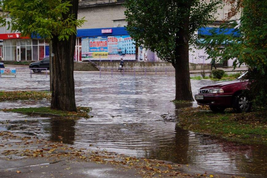 Сильный ливень в Каменском затопил улицы и частично парализовал движение транспорта, фото-7