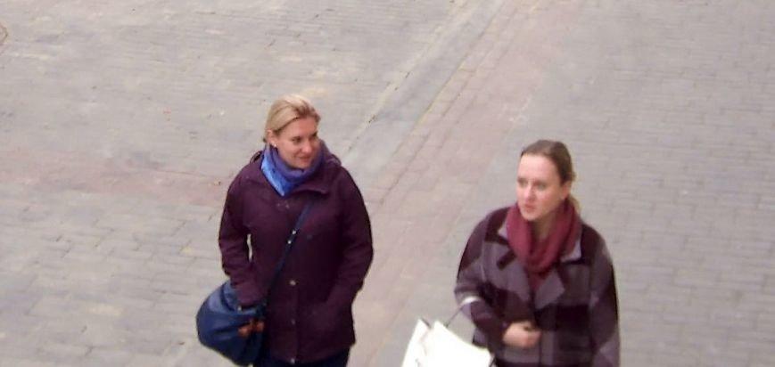 В центре Гродно две девушки нашли потерянный телефон и присвоили его себе. Теперь их ищет милиция, фото-1