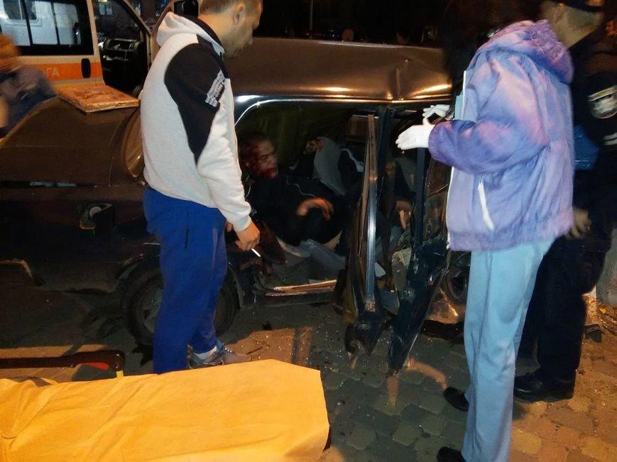 В Харькове иностранцы на разыскиваемой машине врезались в столб: есть пострадавшие (ФОТО), фото-1