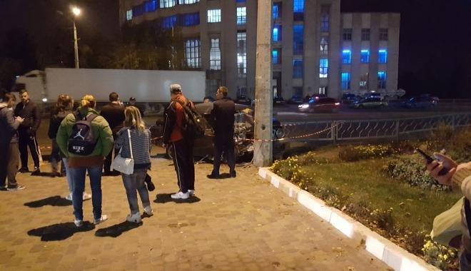 В Харькове иностранцы на разыскиваемой машине врезались в столб: есть пострадавшие (ФОТО), фото-2