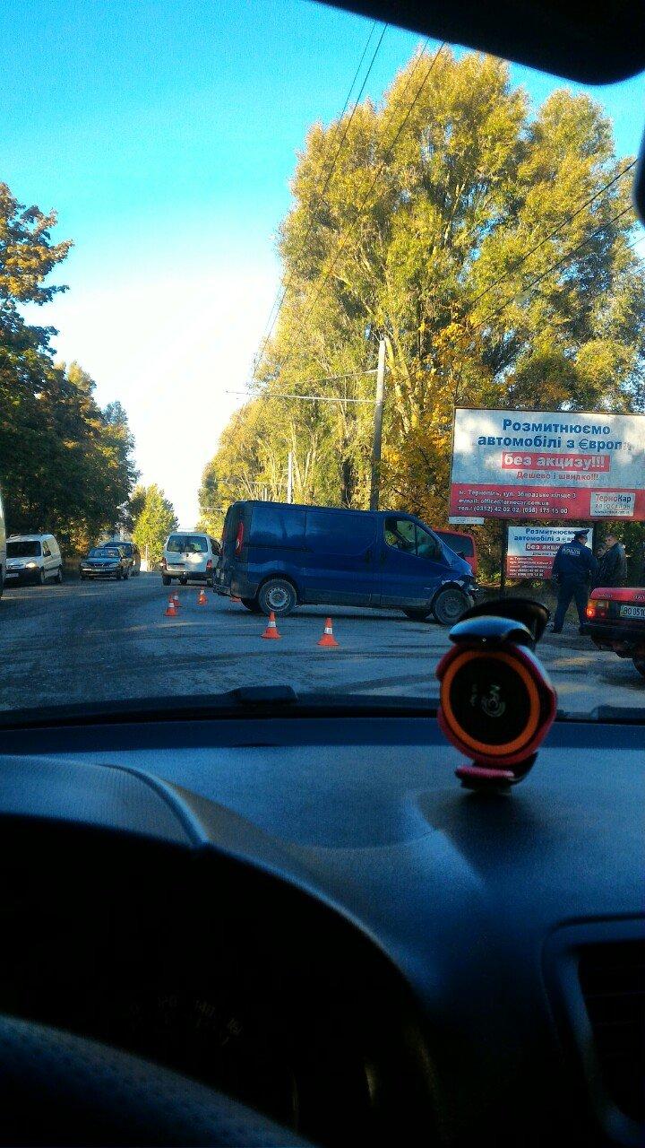 У Тернополі зіткнулися два мікроавтобуси (Фото), фото-2