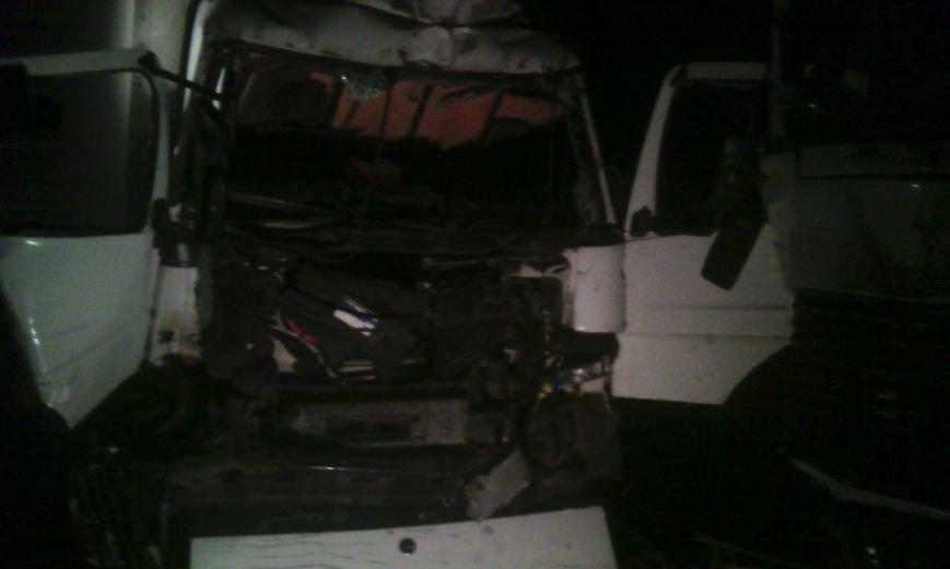 Два человека пострадали в результате столкновения двух грузовиков (ФОТО), фото-1