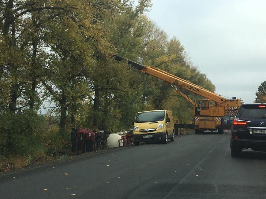 На отремонтированном участке трассы Кременчуг-Полтава перевернулась автоцистерна (ФОТО), фото-3