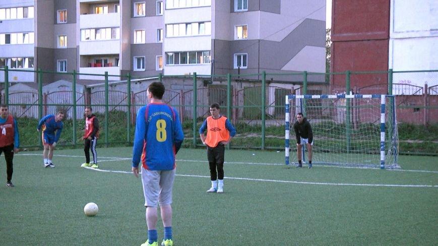 В Южно-Сахалинске прошли соревнования по мини-футболу среди трудовых коллективов, фото-2