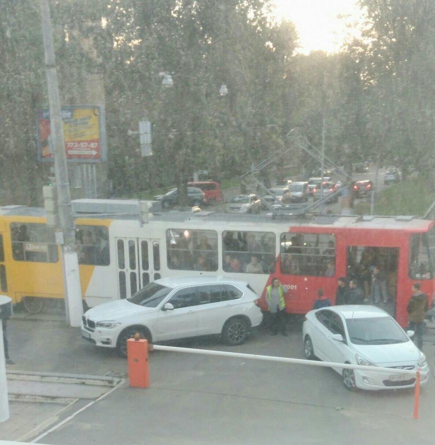 В Одессе трамвай наказал автохама на БМВ (ФОТО), фото-1