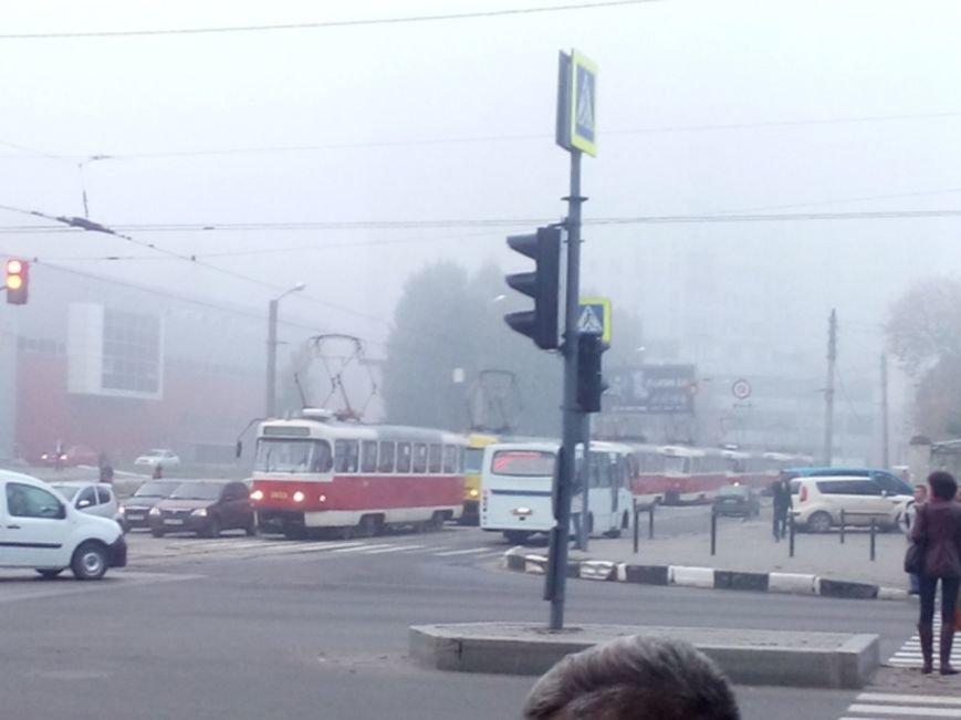 На Гагарина трамвай врезался в автобус: есть пострадавшие (ФОТО), фото-2