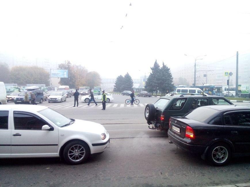 На Гагарина трамвай врезался в автобус: есть пострадавшие (ФОТО), фото-1