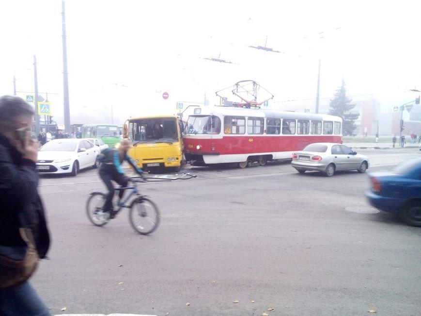 На Гагарина трамвай врезался в автобус: есть пострадавшие (ФОТО), фото-3