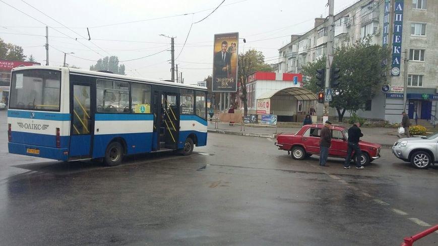 ДТП в Кропивницком: легковой автомобиль врезался в автобус (ФОТО), фото-2