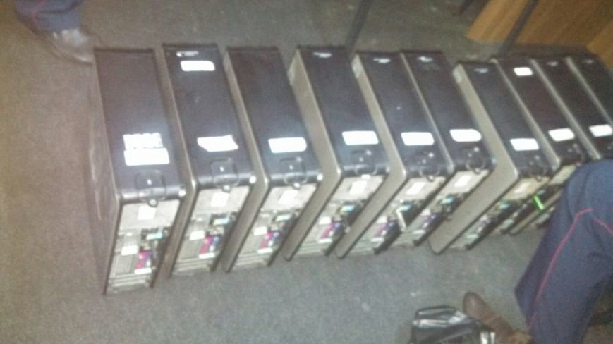 В Каменском изъяли оборудование из зала игровых автоматов, фото-2