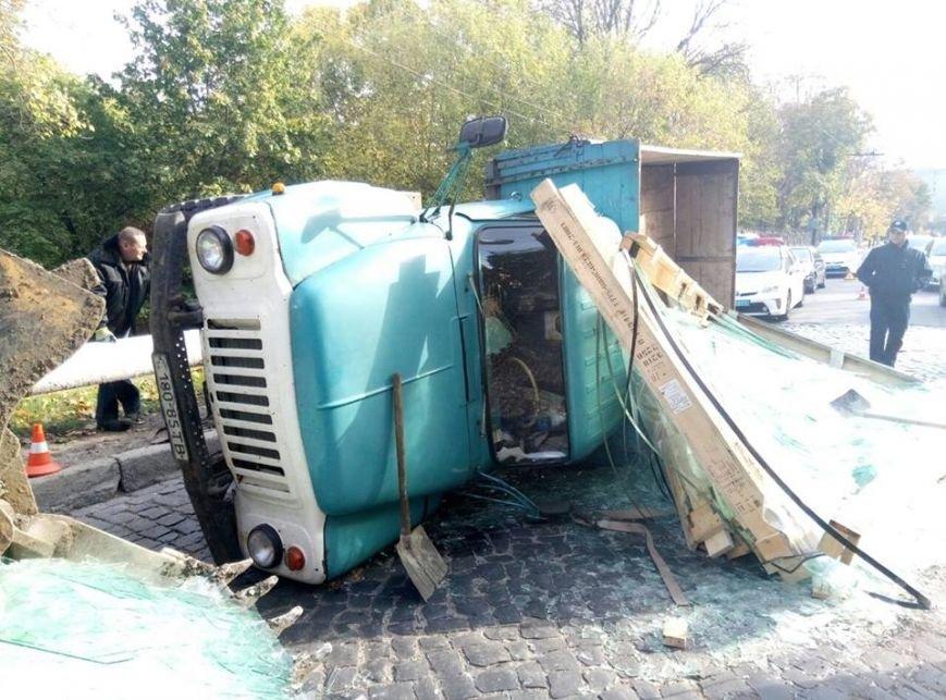 На Сихові через відмову гальм перекинулась вантажівка (ФОТО), фото-4