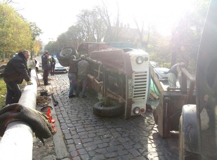 На Сихові через відмову гальм перекинулась вантажівка (ФОТО), фото-3