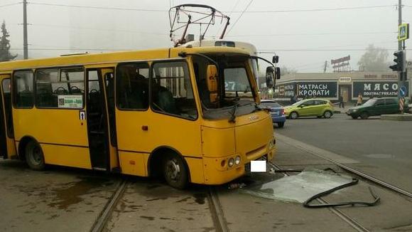Трамвай VS автобус: в аварии на проспекте Гагарина пострадали три человека (ФОТО), фото-2