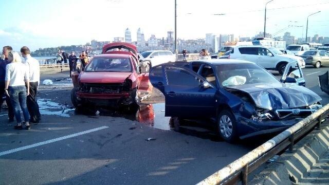 На центральном мосту Днепра столкнулись 10 машин (ФОТО, ВИДЕО), фото-3
