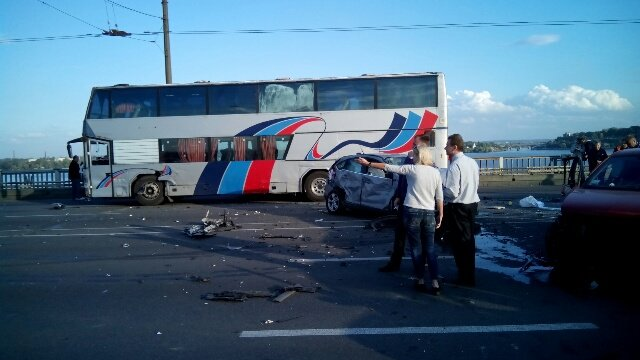 На центральном мосту Днепра столкнулись 10 машин (ФОТО, ВИДЕО), фото-1