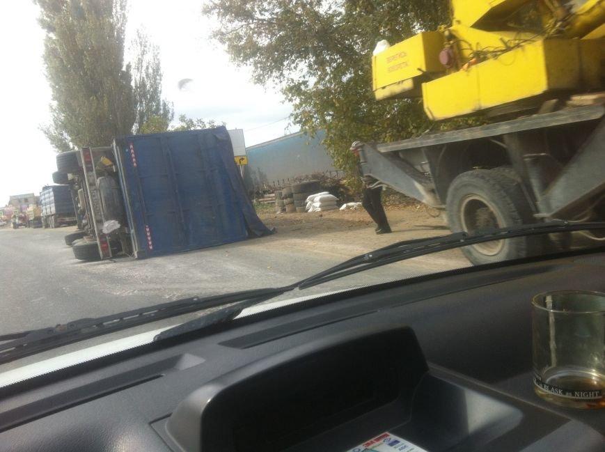 На объездной Симферополя грузовик уронил прицеп и протащил его за собой по дороге (ФОТО, ВИДЕО), фото-2