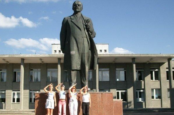 Последний в Украине памятник Ленину демонтировали в Черниговской области, фото-1
