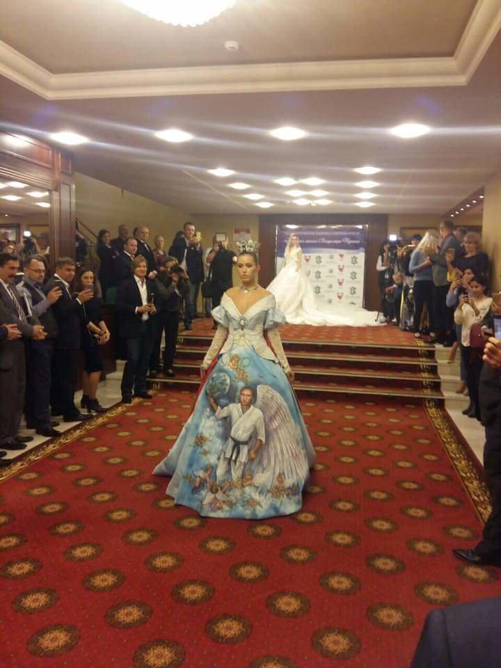 Курйози тижня: Букет для Путіна, експерт Азаров, мрія американки і головний кіт Стамбула, фото-2