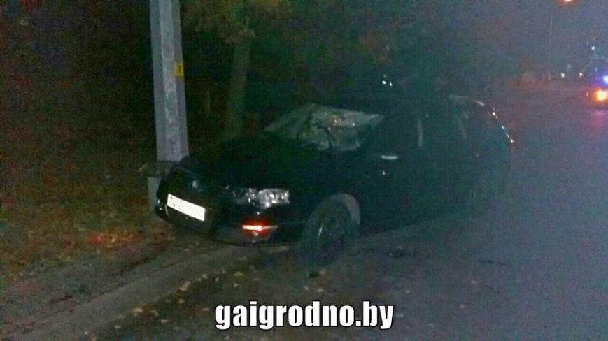 """В Гродно на ул. Поповича ночью """"Фольксваген"""" насмерть сбил пешехода, фото-1"""