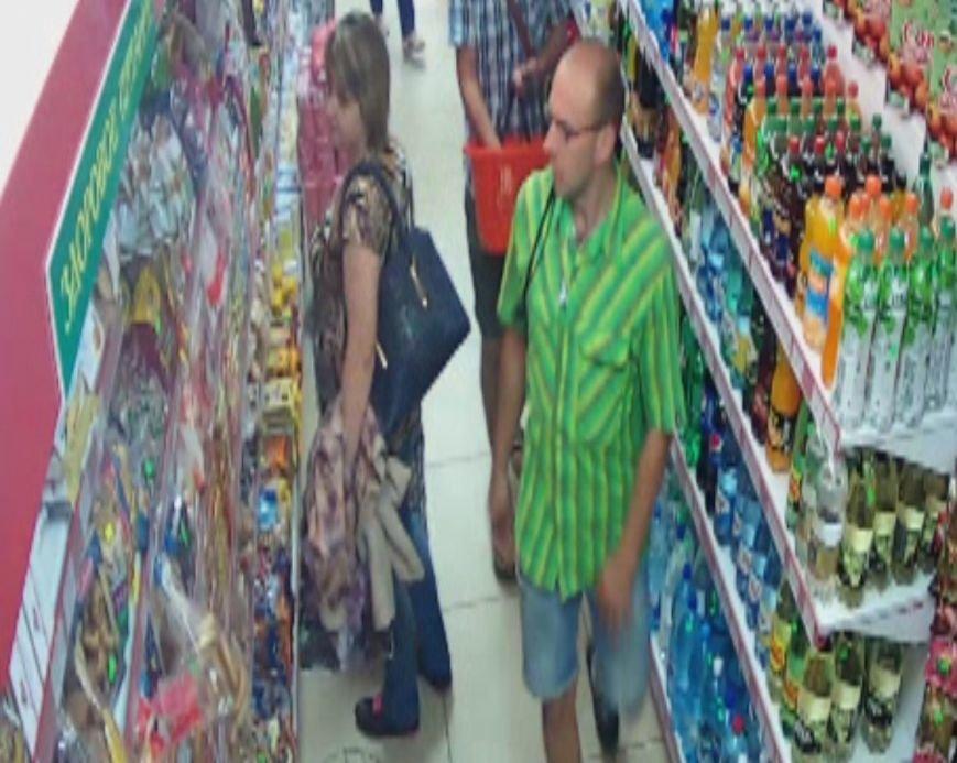 В Гродно снова крадут еду: милиция ищет мужчин, которые вынесли сыр и шоколад из магазинов на ул. Пестрака (ВИДЕО), фото-2