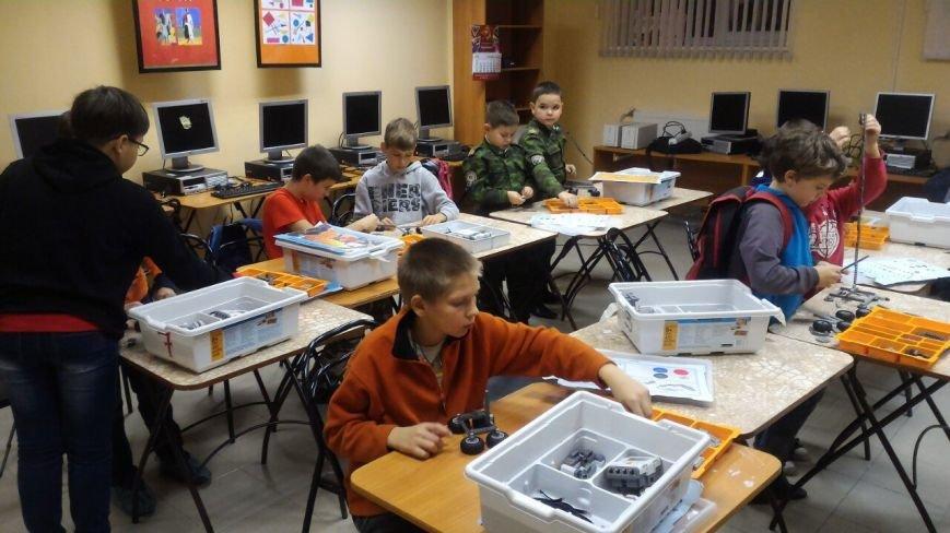 Робототехническому клубу в Пушкине помогли справиться с последствиями потопа, фото-1