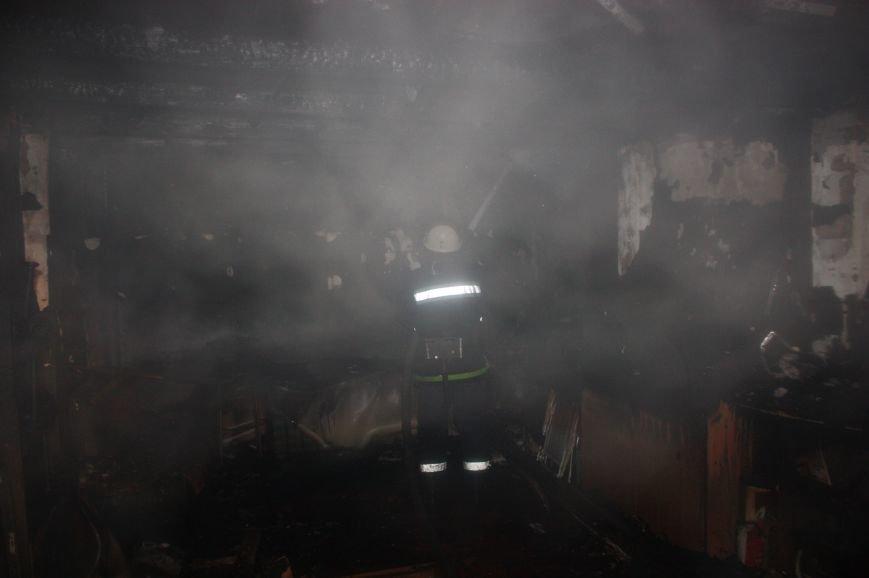 """В Кропивницком в гараже горел автомобиль """"Mitsubishi Lancer"""" (ФОТО), фото-2"""