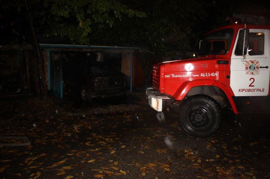 """В Кропивницком в гараже горел автомобиль """"Mitsubishi Lancer"""" (ФОТО), фото-1"""