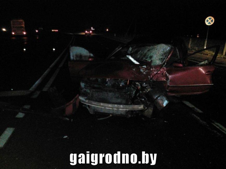 В Гродно возле Южного рынка легковушка влетела в рейсовый автобус - есть пострадавшие, фото-6