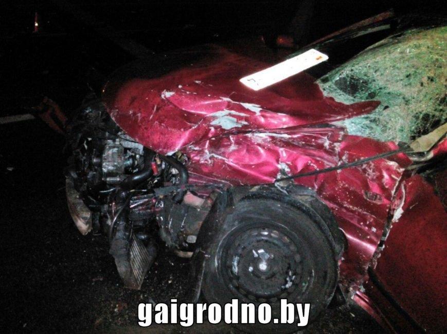 В Гродно возле Южного рынка легковушка влетела в рейсовый автобус - есть пострадавшие, фото-5