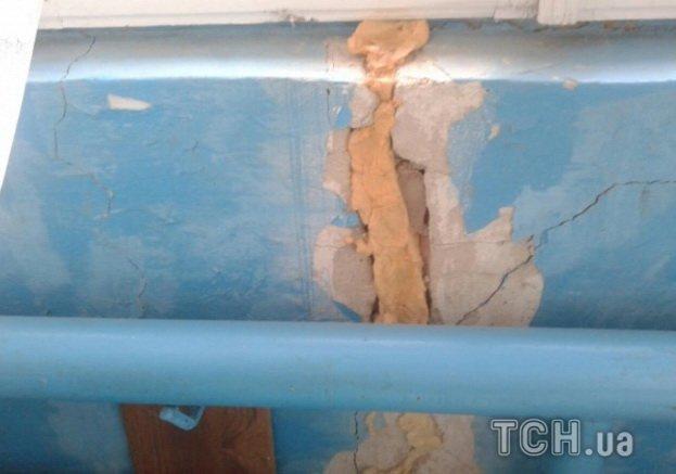 Величезні тріщини, облуплені стіни: на Тернопільщині люди скаржаться на жахливий стан дитсадка, фото-4