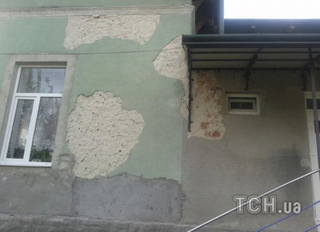 Величезні тріщини, облуплені стіни: на Тернопільщині люди скаржаться на жахливий стан дитсадка, фото-3
