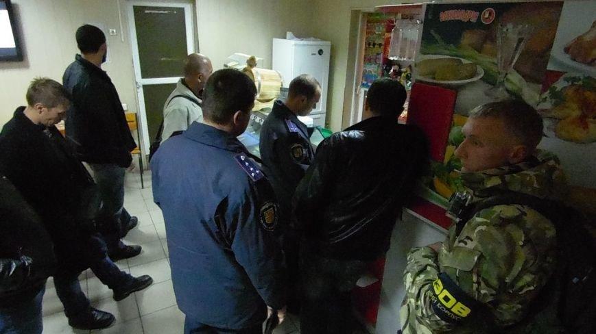 У Кременчуці активісти ЦК АЗОВ, бійці АТО та патрульні поліцейські провели антиалкогольний рейд, фото-1