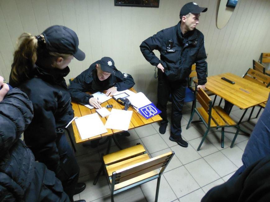 У Кременчуці активісти ЦК АЗОВ, бійці АТО та патрульні поліцейські провели антиалкогольний рейд, фото-3