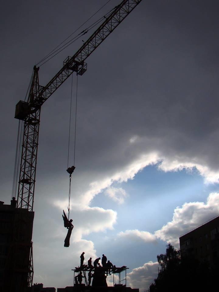 Як у Тернополі встановлюють пам'ятник Героям Небесної сотні (Фоторепортаж), фото-9