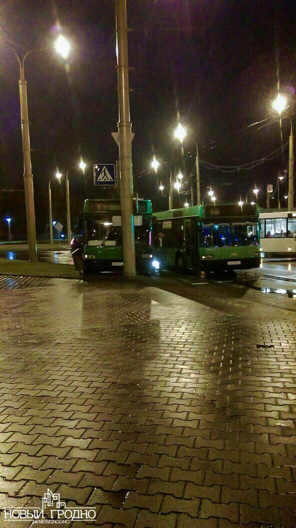 В Гродно на кольце филармонии рейсовый автобус врезался в столб, фото-3