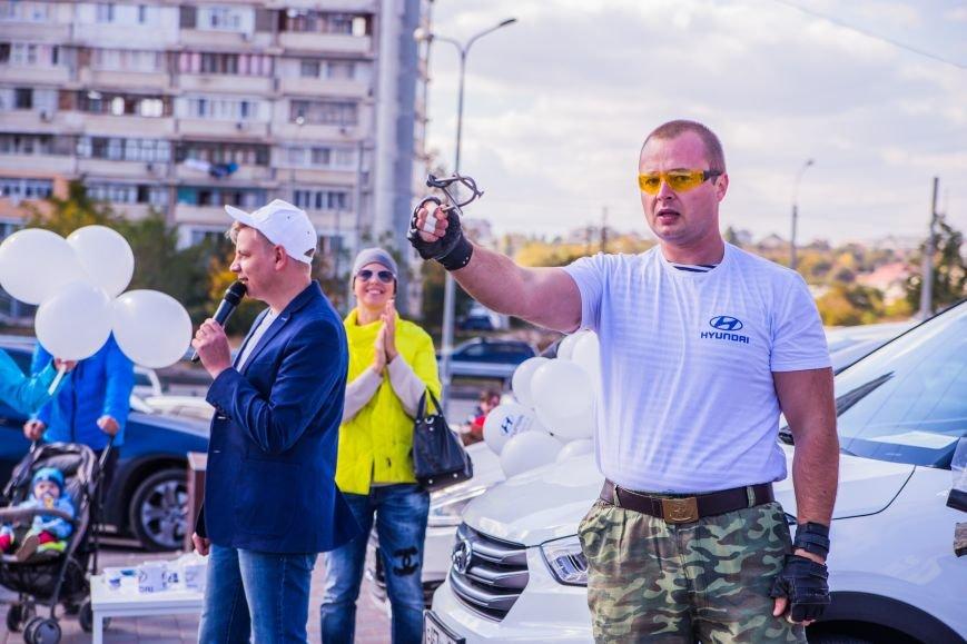 Крымский силач Павел Дудаков протащил на своих плечах груженый Hyundai, фото-4