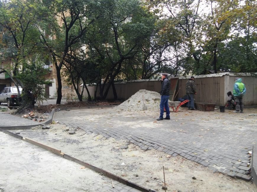 На ділянці площі Осмомисла - вул. Підмурна замощують дорожнє покриття (ФОТО), фото-6