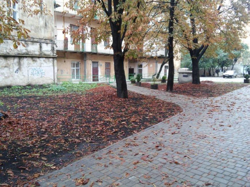 На ділянці площі Осмомисла - вул. Підмурна замощують дорожнє покриття (ФОТО), фото-1
