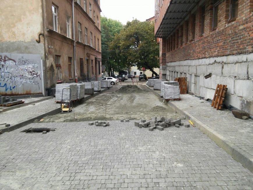 На ділянці площі Осмомисла - вул. Підмурна замощують дорожнє покриття (ФОТО), фото-2