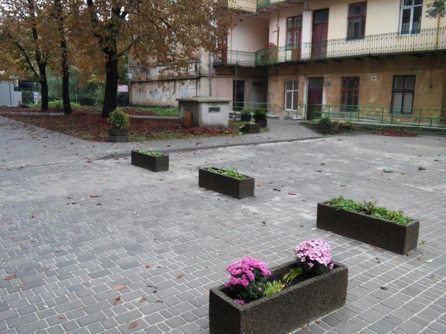 На ділянці площі Осмомисла - вул. Підмурна замощують дорожнє покриття (ФОТО), фото-3