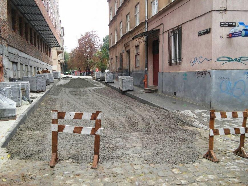 На ділянці площі Осмомисла - вул. Підмурна замощують дорожнє покриття (ФОТО), фото-4