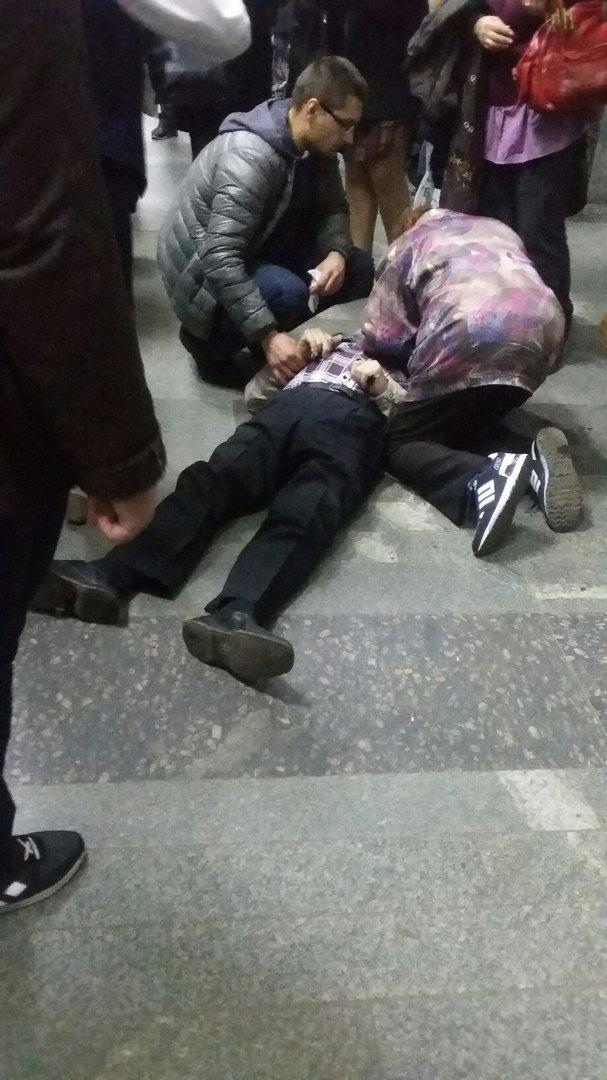 В Харьковском метро скончался пожилой мужчина (ФОТО), фото-2
